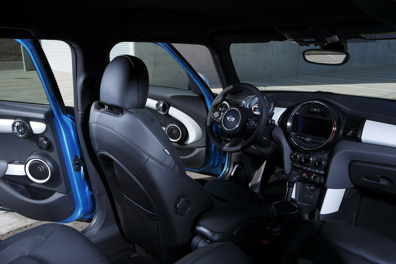 2014 Mini Cooper 5-Door Interior - image 554925