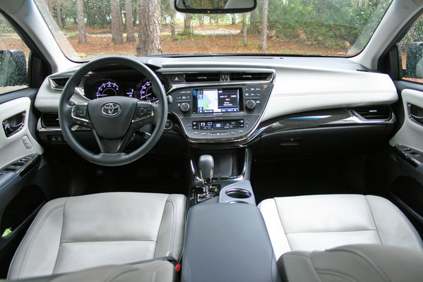 2014 toyota avalon autos weblog. Black Bedroom Furniture Sets. Home Design Ideas