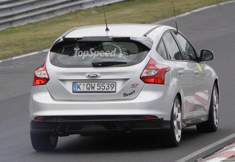 Spy Shots: 2015 Ford Focus RS Caught During its First Testing Session Exterior Spyshots - image 557729