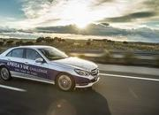Mercedes-Benz E 300 BlueTEC Hybrid Drives 1,223 Miles on a Single Tank of Fuel - image 557921