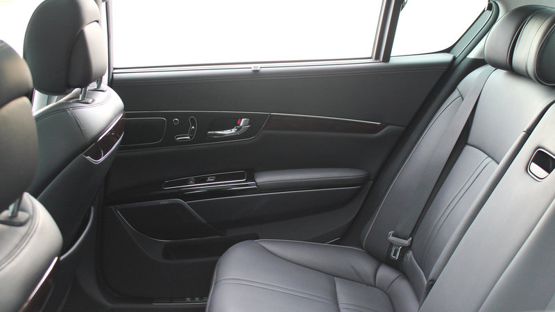 2015 Kia K900 - Driven Interior - image 561218