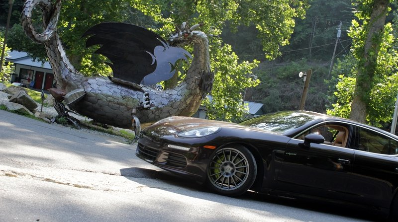 I Tackled the Tail of the Dragon in a 16-Foot-Long Hyrbid
