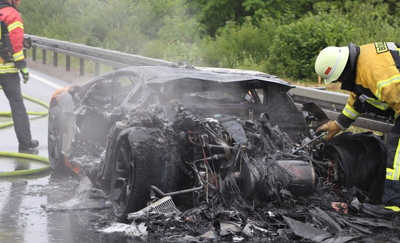 Lamborghini Aventador Bursts into Flames After Having its Engine Replaced