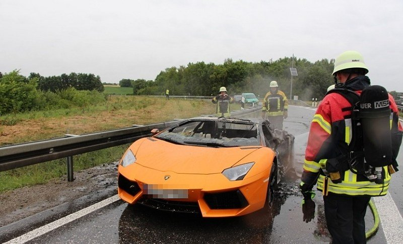 Lamborghini Aventador Bursts into Flames After Having its Engine Replaced - image 559507