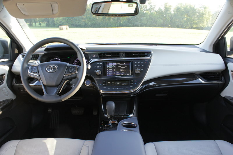2014 Toyota Avalon Hybrid - Driven High Resolution Interior - image 561059
