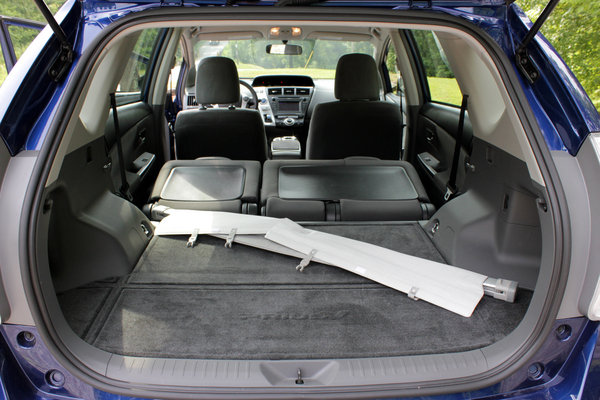 2014 toyota prius v driven car review top speed. Black Bedroom Furniture Sets. Home Design Ideas