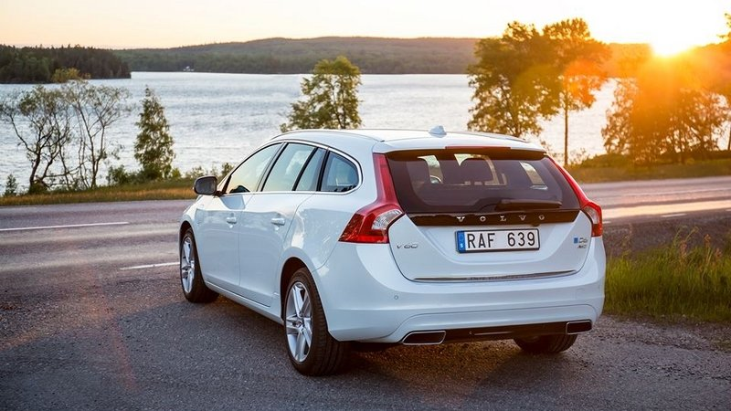 volvo v60 latest news reviews specifications prices. Black Bedroom Furniture Sets. Home Design Ideas