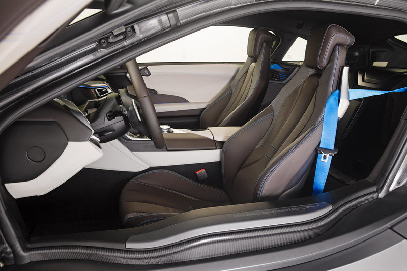 2015 BMW i8 Concours d'Elegance Edition Interior - image 563947