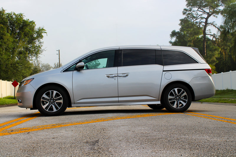 2015 Honda Odyssey Touring Elite - Driven High Resolution Exterior - image 570686