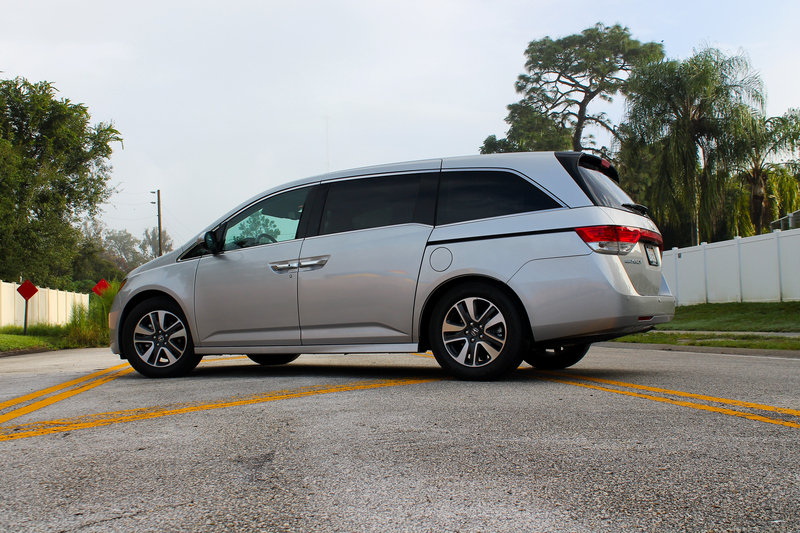 2015 Honda Odyssey Touring Elite - Driven High Resolution Exterior - image 570687