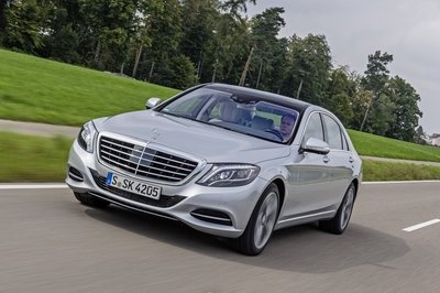 The perfect compromise for rich nerds, the Mercedes-Benz S550 Plug-In Hybrid
