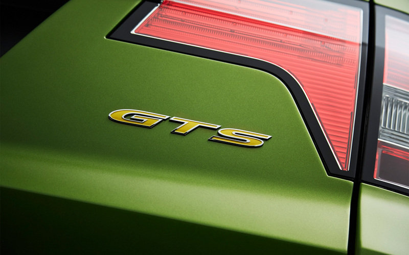 2015 HSV GTS Maloo Emblems and Logo Exterior - image 568296