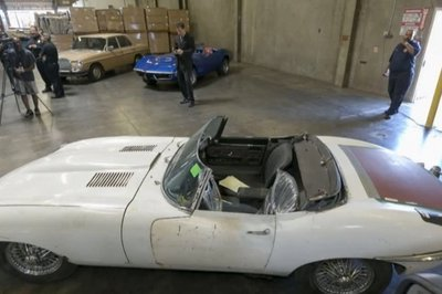 Jaguar E-type stolen 46 years Ago found in a container!
