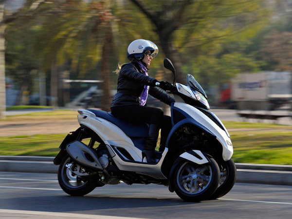 2014 piaggio mp3 yourban lt 300ie motorcycle review top speed. Black Bedroom Furniture Sets. Home Design Ideas