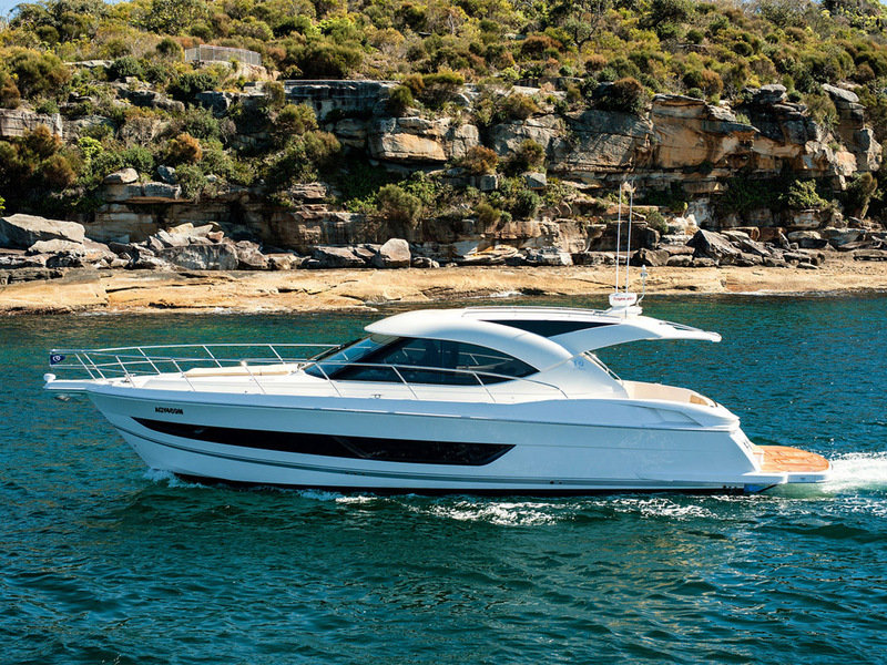 2014 Riviera 4400 Sport Yacht High Resolution Exterior - image 567611