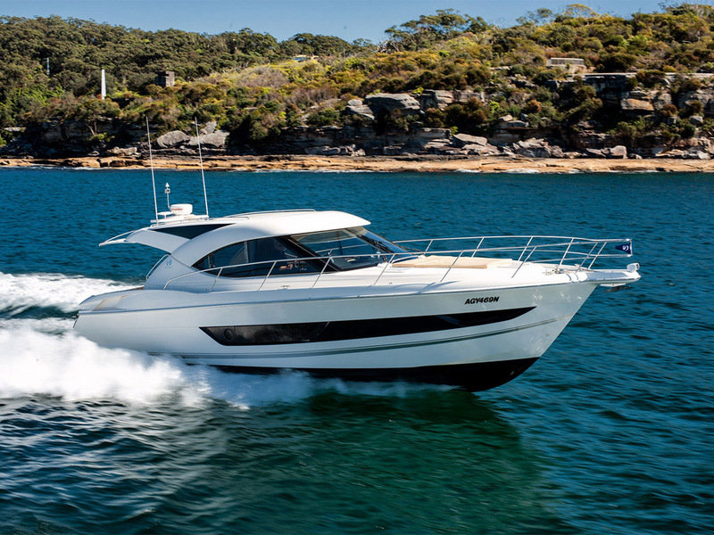 2014 Riviera 4400 Sport Yacht High Resolution Exterior - image 567612