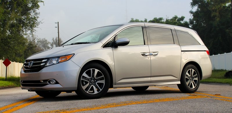2015 Honda Odyssey Touring Elite - Driven High Resolution Exterior - image 571659