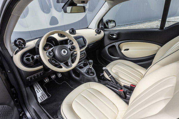2015 smart fortwo brabus tailor made car review top speed. Black Bedroom Furniture Sets. Home Design Ideas