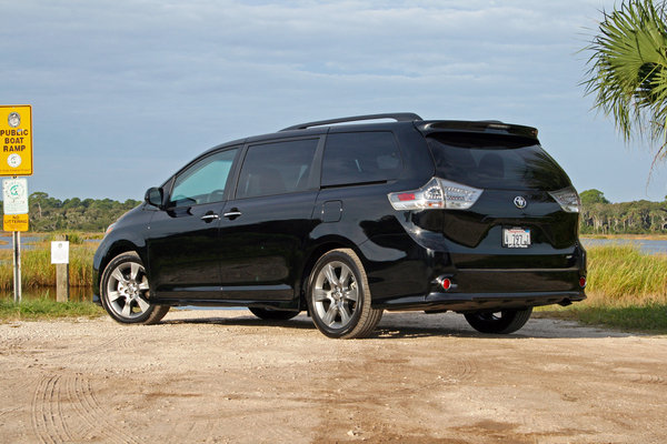 2015 toyota sienna driven car review top speed. Black Bedroom Furniture Sets. Home Design Ideas