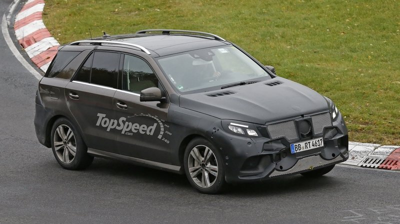 2016 Mercedes-Benz GLE-Class Plug-In Hybrid Exterior Spyshots - image 574325
