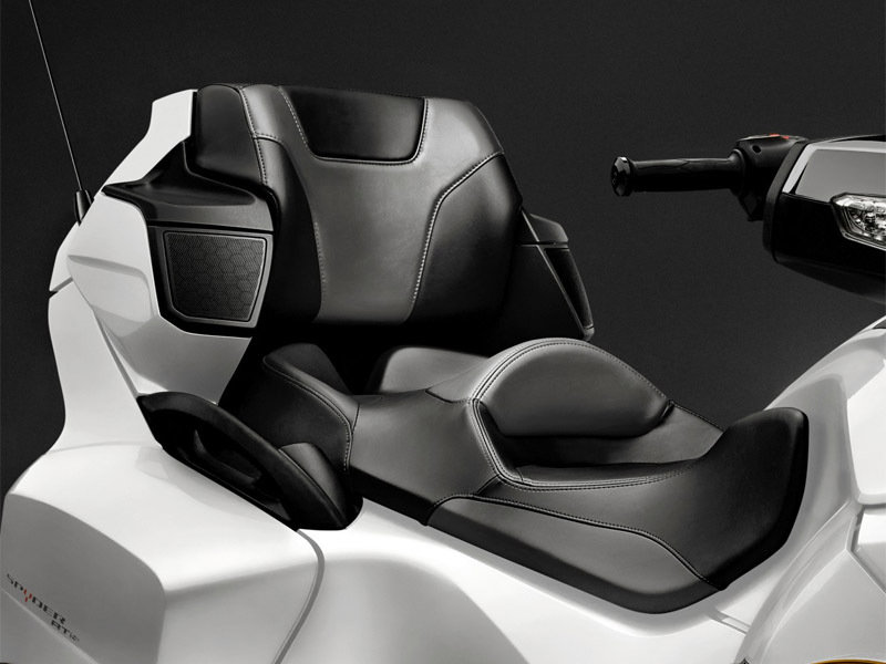 2015 Can-Am Spyder RT-S Exterior - image 572077