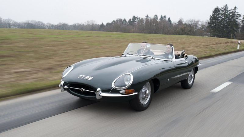 Jaguar Heritage Driving Experience Offers You the Chance to Drive Classic Jaguars