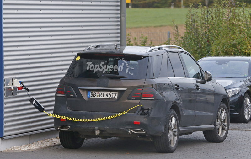 2016 Mercedes-Benz GLE-Class Plug-In Hybrid Exterior Spyshots - image 574324