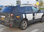 Spy Shots: Facelifted Mitsubishi Outlander Caught Testing - image 576750