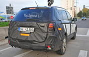 Spy Shots: Facelifted Mitsubishi Outlander Caught Testing - image 576751