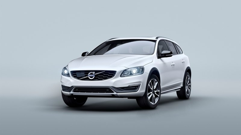 2015 Volvo V60 Cross Country Exterior - image 576289