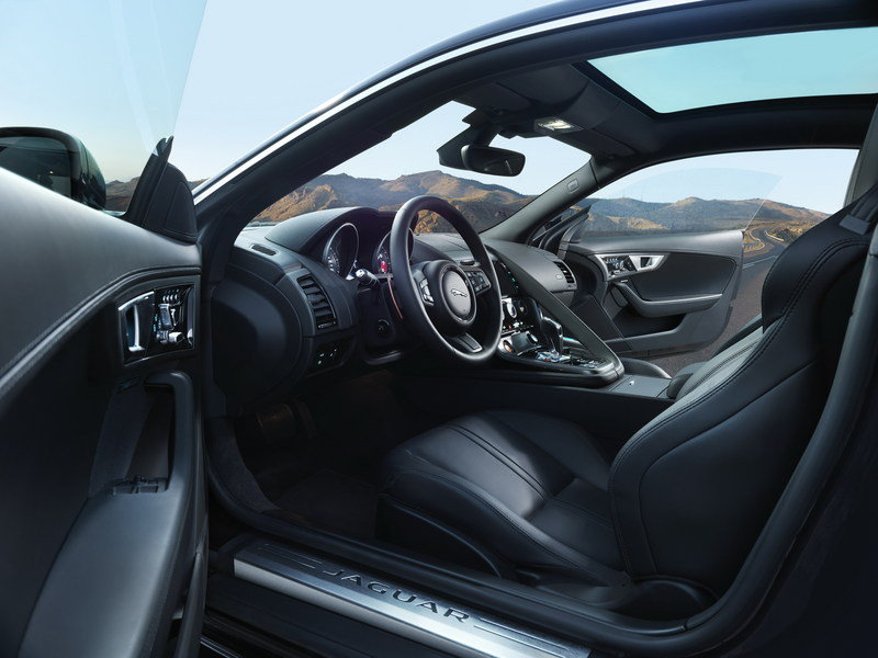 2016 Jaguar F-Type AWD Coupe Interior - image 578565