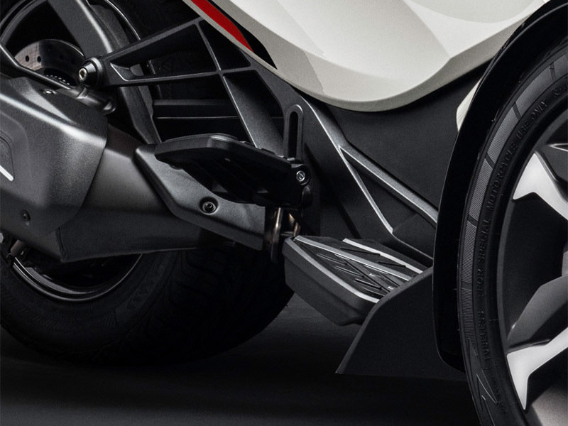 2015 Can-Am Spyder ST Exterior - image 579015