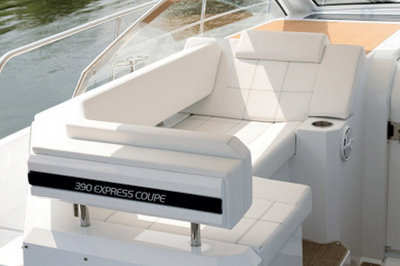 2015 Cruisers Yachts 390 Express Coupe