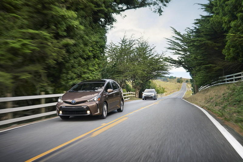 2015 Toyota Prius v High Resolution Exterior Wallpaper quality - image 579137