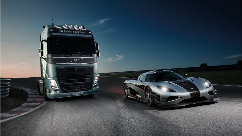 Video: Volvo FH Races A Koenigsegg One:1