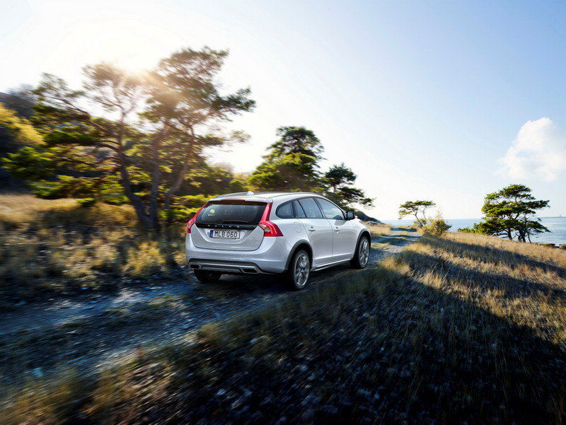 2015 Volvo V60 Cross Country High Resolution Exterior - image 576279