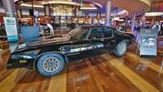 Burt Reynolds' 1977 Pontiac Trans Am Sells for $480k - image 585981