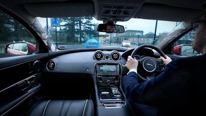"Jaguar-Land Rover Reveals ""360 Virtual Urban Windscreen"" Project High Resolution Interior - image 585897"