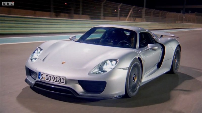 Richard Hammond Drives The Porsche 918 Spyder: Video