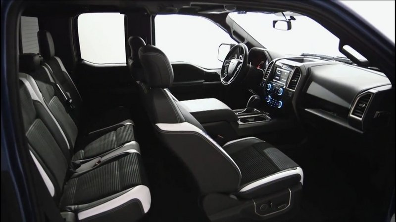 2017 Ford F-150 Raptor Interior - image 610692
