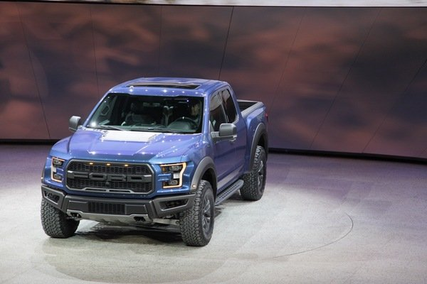 gm plans no direct competitor for the ford f 150 raptor truck news top speed. Black Bedroom Furniture Sets. Home Design Ideas