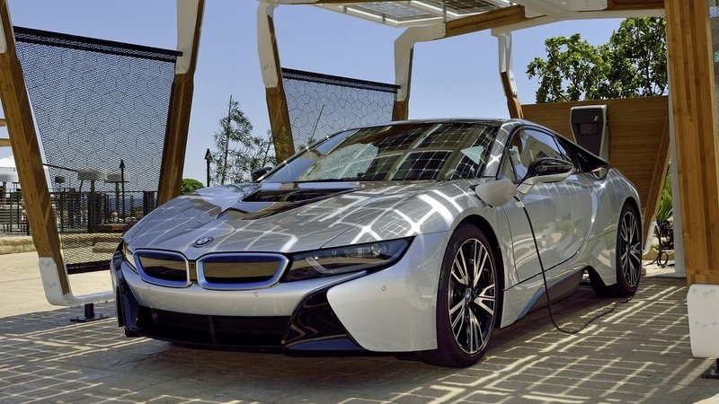"BMW Unveils ""i Home Charging Services"" at CES"