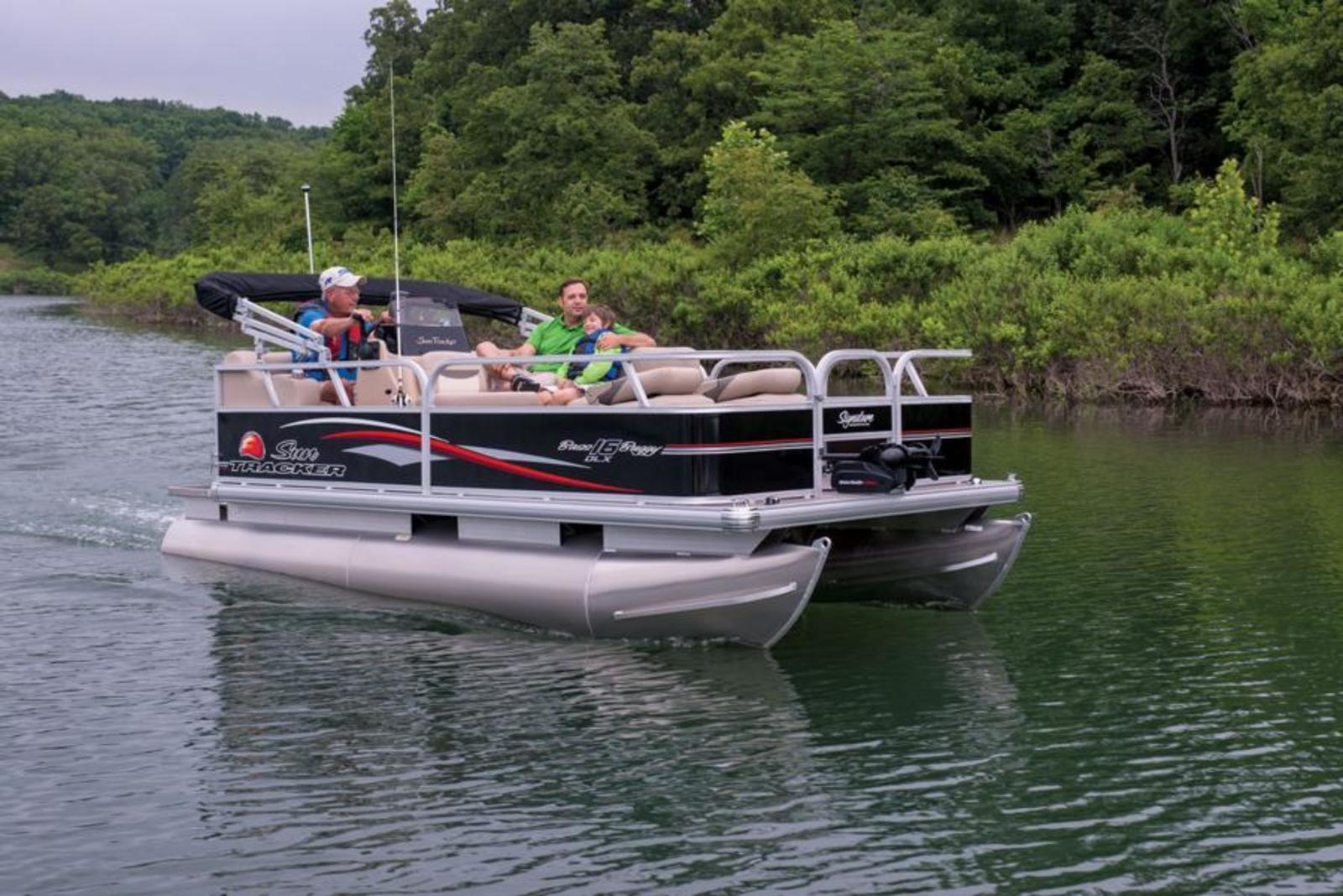 2015 sun tracker bass buggy 16 dlx review gallery top for Fishing pontoon boat reviews