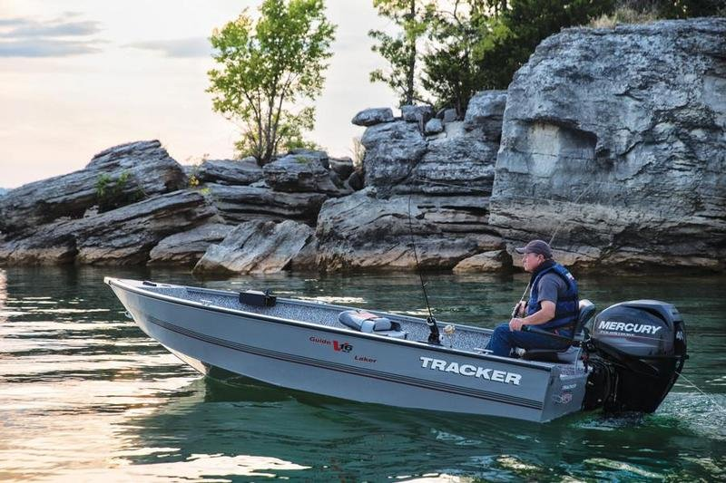 2015 TRACKER Guide V-16 Laker DLX T