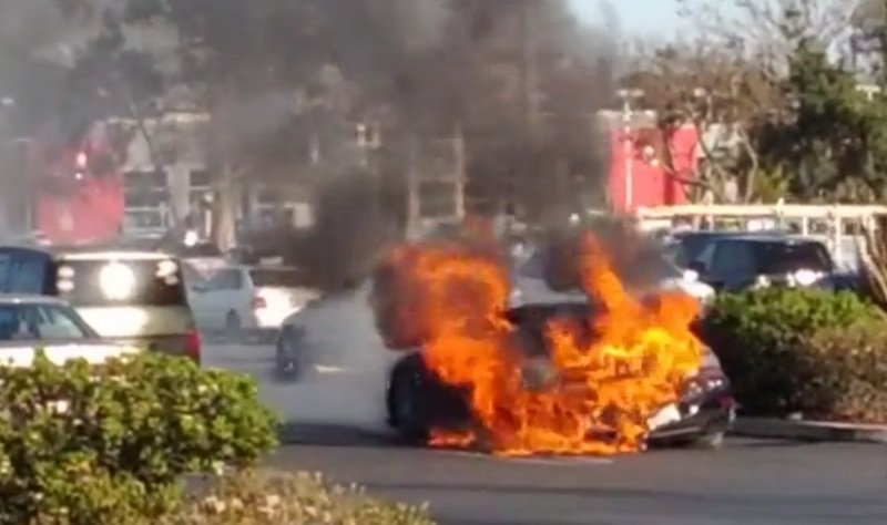 Porsche 911 Turbo S Burns Like A Bonfire