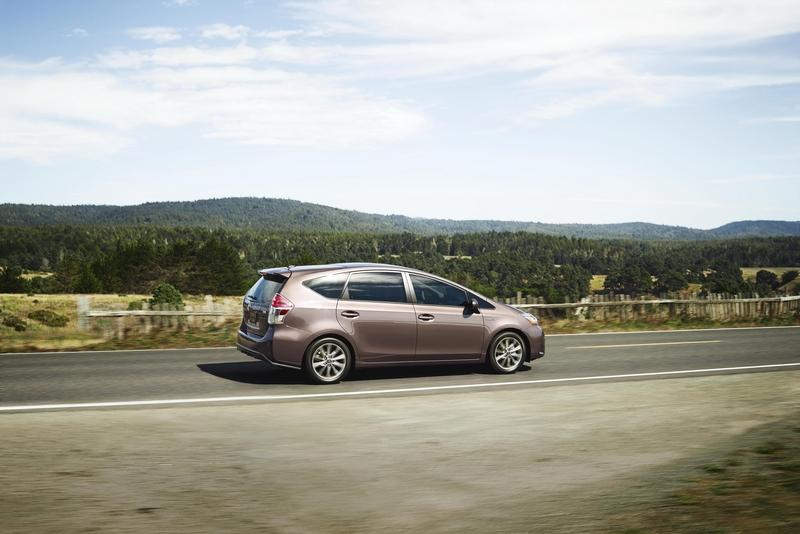 2015 Toyota Prius v High Resolution Exterior - image 615938