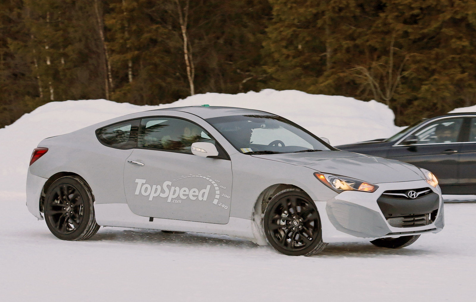 spy shots 2016 hyundai genesis coupe playing in the snow picture 616103 car news top speed. Black Bedroom Furniture Sets. Home Design Ideas
