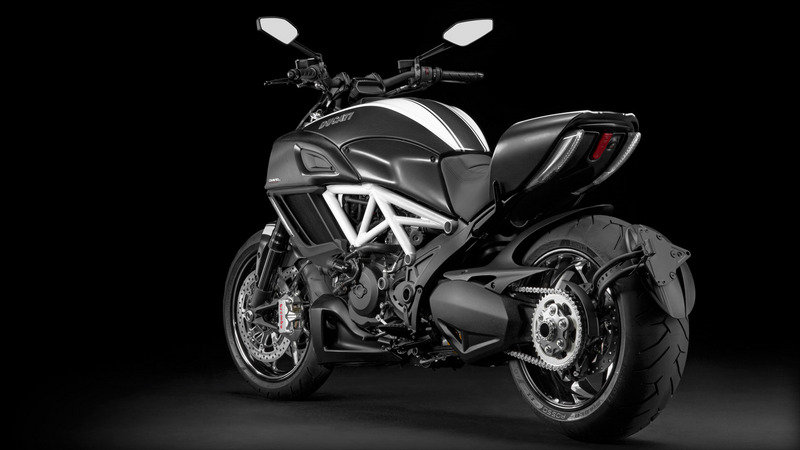 2015 Ducati Diavel Carbon High Resolution Exterior - image 618456