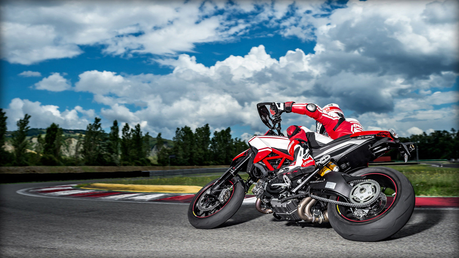 BMW HP2 Megamoto - Picture 106424   motorcycle review