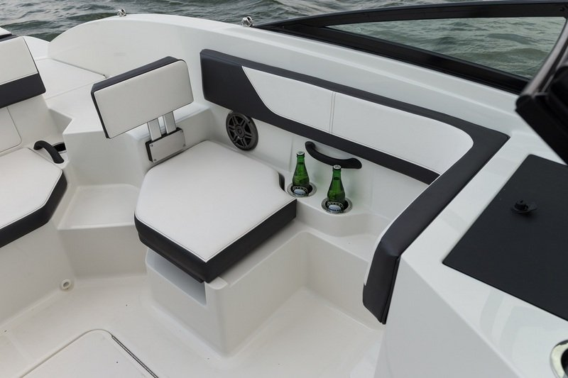 2015 Sea Ray 19 SPX Outboard Interior - image 615836